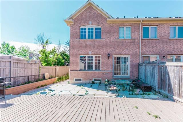 Townhouse at 132 Rockgarden Tr, Brampton, Ontario. Image 13