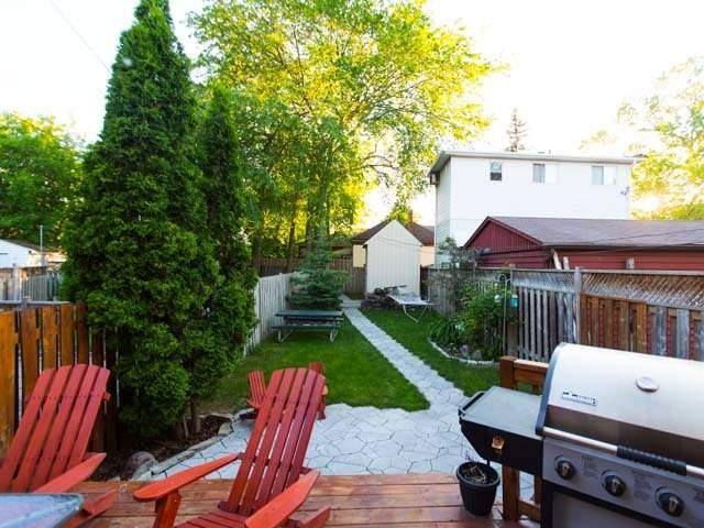 Detached at 18 Milton St, Toronto, Ontario. Image 9