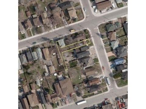 Detached at 18 Milton St, Toronto, Ontario. Image 13