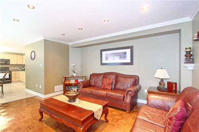 Detached at 37 Waterdale Rd, Brampton, Ontario. Image 20