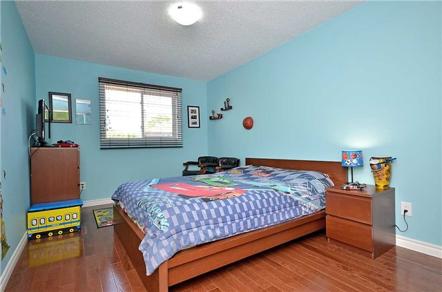 Link at 1378 Hazel Mccleary Dr, Oakville, Ontario. Image 6