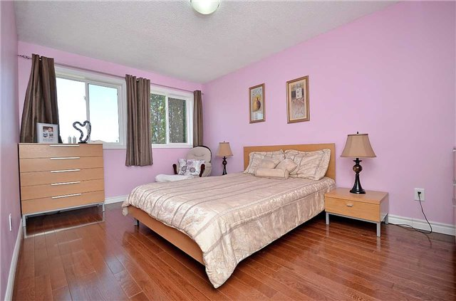 Link at 1378 Hazel Mccleary Dr, Oakville, Ontario. Image 7