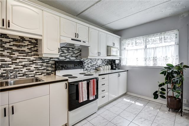 Condo Townhouse at 180 Mississauga Valley Blvd, Unit #177, Mississauga, Ontario. Image 10