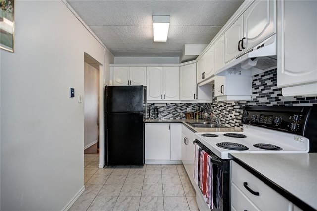 Condo Townhouse at 180 Mississauga Valley Blvd, Unit #177, Mississauga, Ontario. Image 11