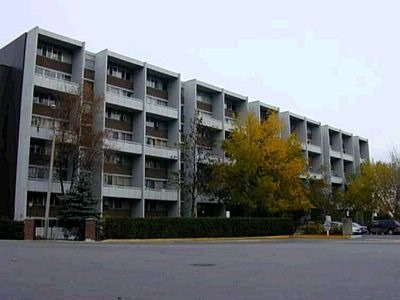 Condo Apartment at 2121 Roche Crt, Unit 120, Mississauga, Ontario. Image 1