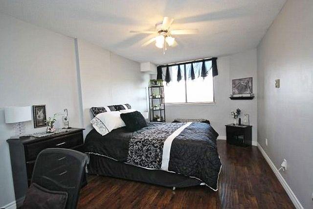 Condo Apartment at 81 Millside Dr, Unit Ph 1, Milton, Ontario. Image 3