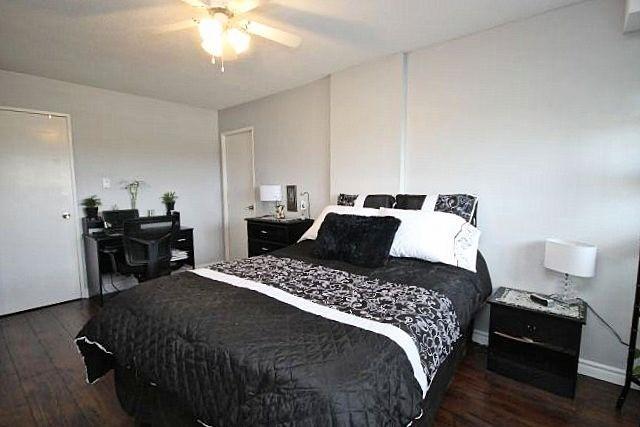 Condo Apartment at 81 Millside Dr, Unit Ph 1, Milton, Ontario. Image 4