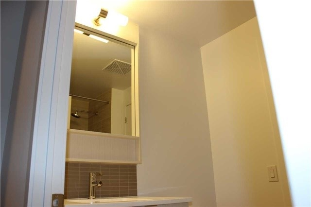 Condo Apartment at 2560 Eglinton Ave W, Unit 1006, Mississauga, Ontario. Image 4