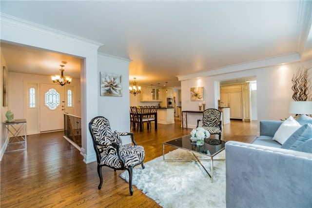 Detached at 1336 Queen Victoria Ave, Mississauga, Ontario. Image 15