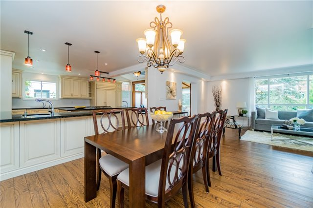 Detached at 1336 Queen Victoria Ave, Mississauga, Ontario. Image 16