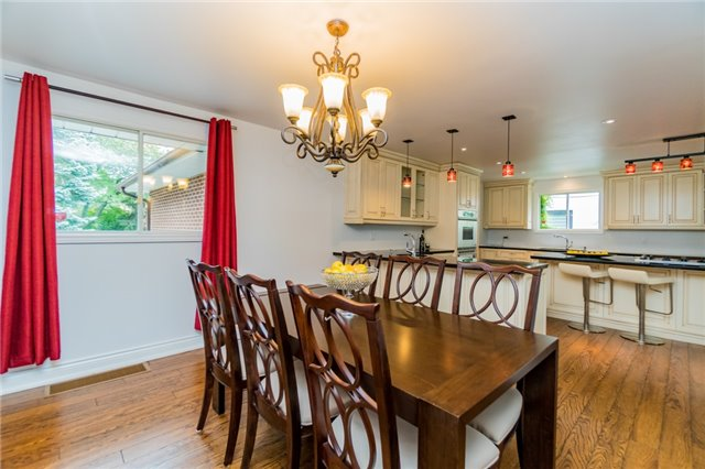 Detached at 1336 Queen Victoria Ave, Mississauga, Ontario. Image 17
