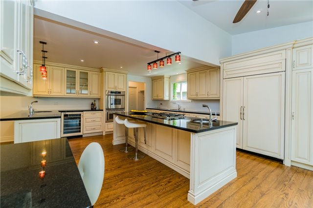 Detached at 1336 Queen Victoria Ave, Mississauga, Ontario. Image 19