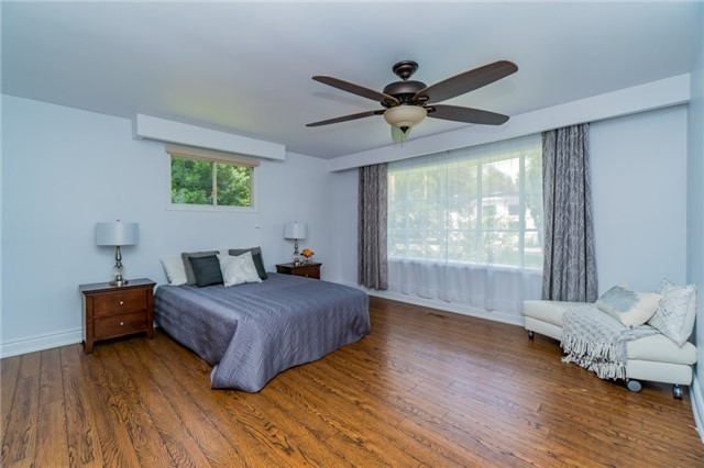 Detached at 1336 Queen Victoria Ave, Mississauga, Ontario. Image 5