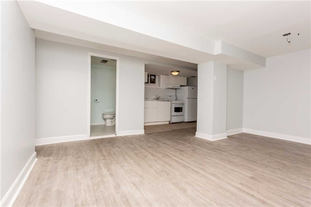 Detached at 584 Ridelle Ave, Toronto, Ontario. Image 5