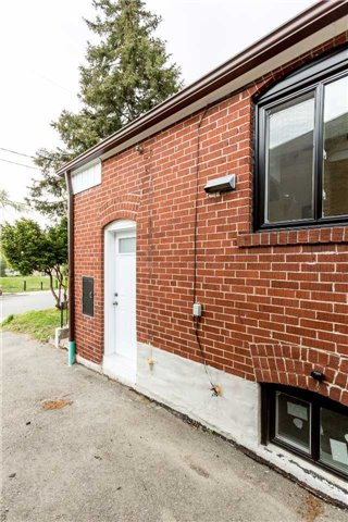Detached at 584 Ridelle Ave, Toronto, Ontario. Image 9