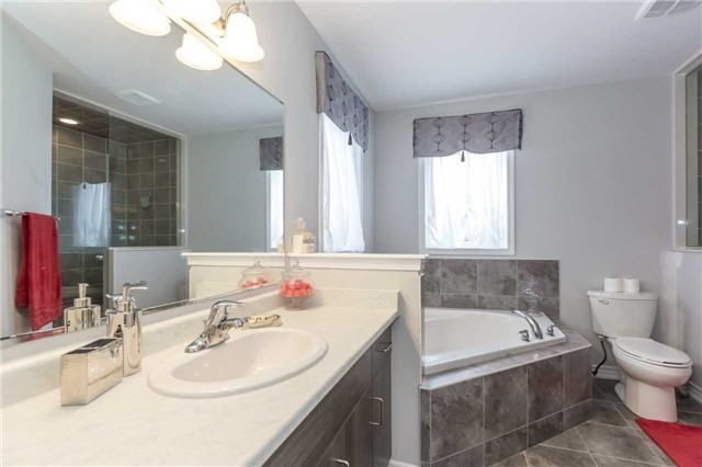 Detached at 70 Enford Cres, Brampton, Ontario. Image 5