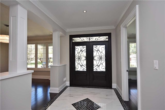 Detached at 2038 Pear Tree Dr, Mississauga, Ontario. Image 14