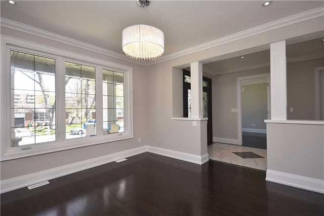 Detached at 2038 Pear Tree Dr, Mississauga, Ontario. Image 16