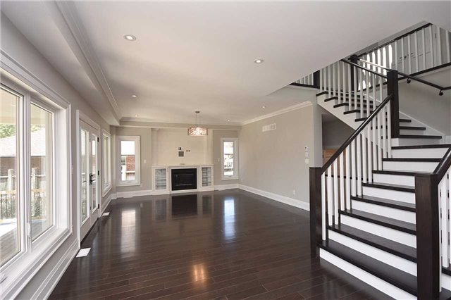 Detached at 2038 Pear Tree Dr, Mississauga, Ontario. Image 17