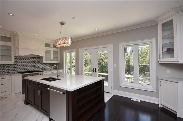Detached at 2038 Pear Tree Dr, Mississauga, Ontario. Image 19