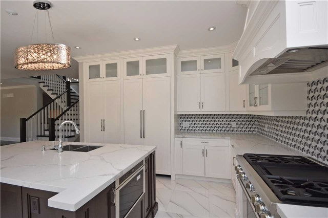 Detached at 2038 Pear Tree Dr, Mississauga, Ontario. Image 20