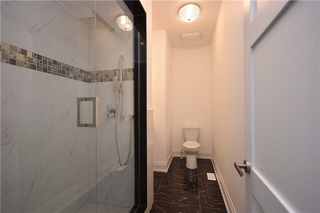 Detached at 2038 Pear Tree Dr, Mississauga, Ontario. Image 2