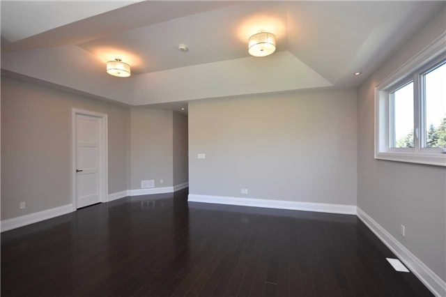 Detached at 2038 Pear Tree Dr, Mississauga, Ontario. Image 3