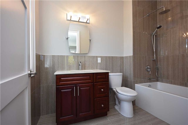 Detached at 2038 Pear Tree Dr, Mississauga, Ontario. Image 7