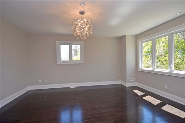 Detached at 2038 Pear Tree Dr, Mississauga, Ontario. Image 8
