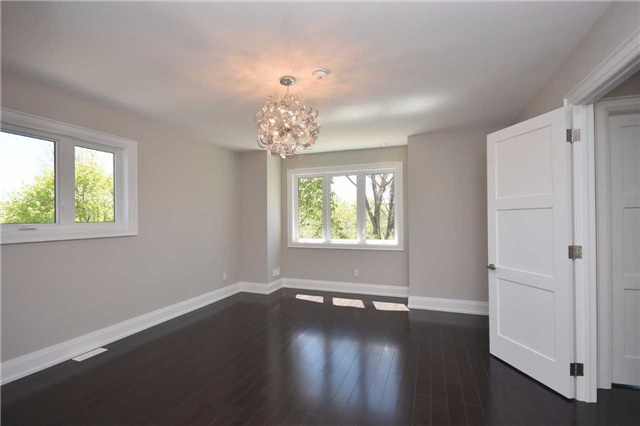 Detached at 2038 Pear Tree Dr, Mississauga, Ontario. Image 9