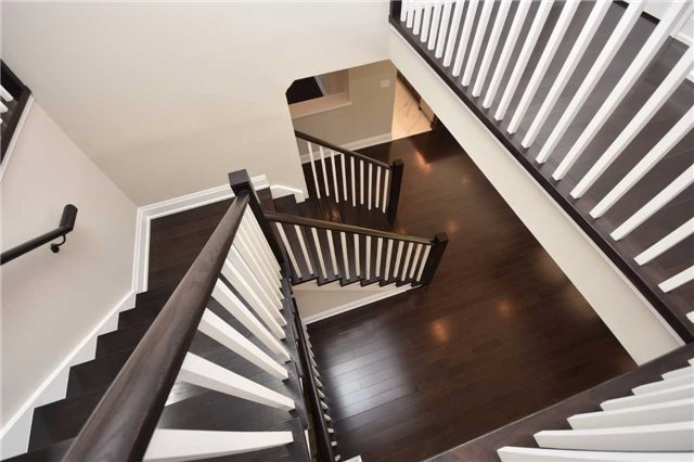 Detached at 2038 Pear Tree Dr, Mississauga, Ontario. Image 10