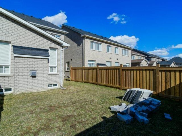 Semi-detached at 19 Gower Cres, Brampton, Ontario. Image 8