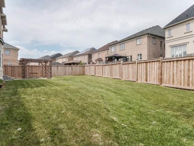 Detached at 4 Crocus St, Brampton, Ontario. Image 11