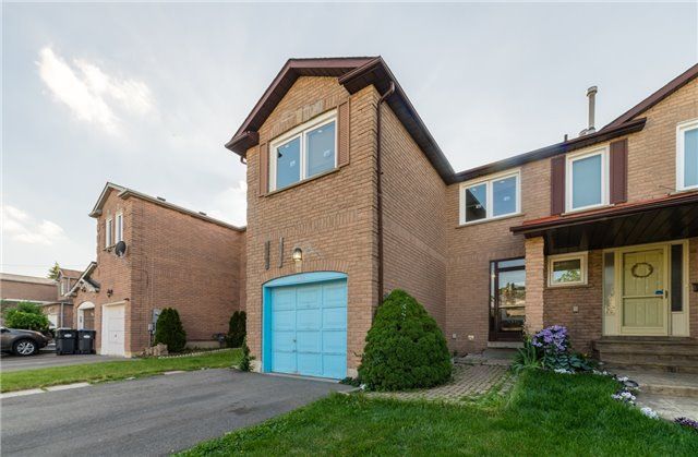 Townhouse at 134 Cutters Cres, Brampton, Ontario. Image 1