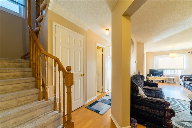 Townhouse at 134 Cutters Cres, Brampton, Ontario. Image 2