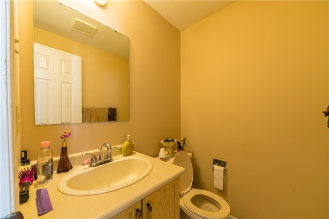 Townhouse at 134 Cutters Cres, Brampton, Ontario. Image 6