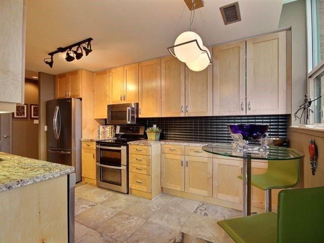 Condo Apartment at 1276 Maple Crossing Blvd, Unit Ph 6, Burlington, Ontario. Image 12