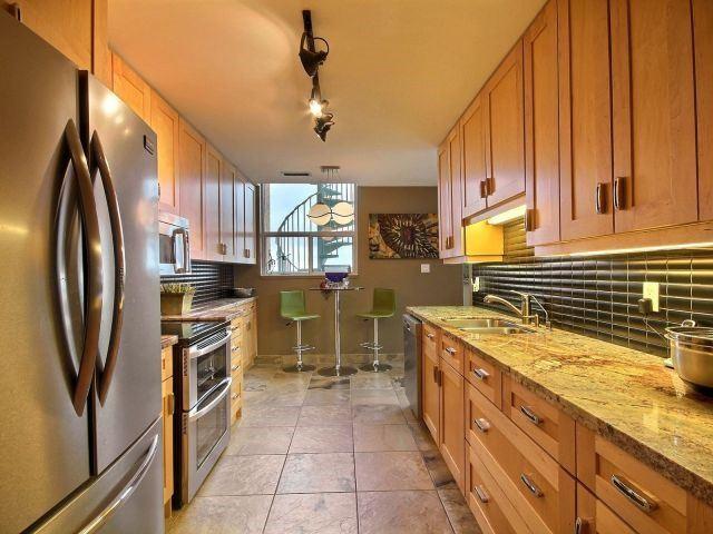 Condo Apartment at 1276 Maple Crossing Blvd, Unit Ph 6, Burlington, Ontario. Image 14