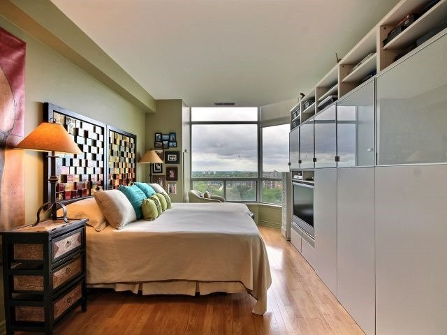 Condo Apartment at 1276 Maple Crossing Blvd, Unit Ph 6, Burlington, Ontario. Image 20