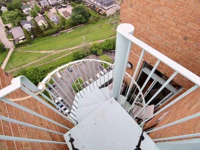 Condo Apartment at 1276 Maple Crossing Blvd, Unit Ph 6, Burlington, Ontario. Image 10