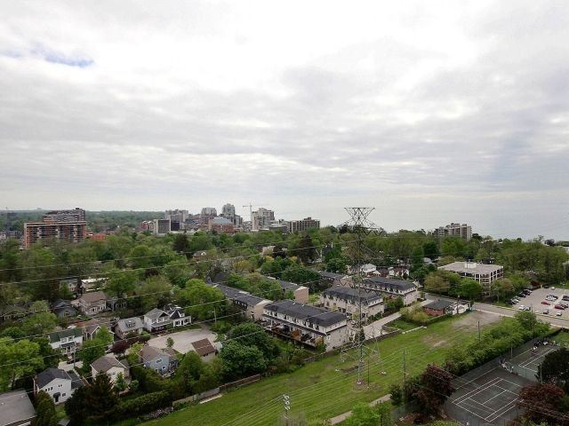 Condo Apartment at 1276 Maple Crossing Blvd, Unit Ph 6, Burlington, Ontario. Image 11