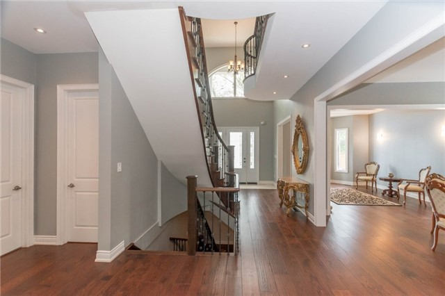 Detached at 1379 Rebecca St, Oakville, Ontario. Image 6