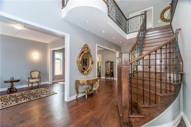 Detached at 1379 Rebecca St, Oakville, Ontario. Image 7
