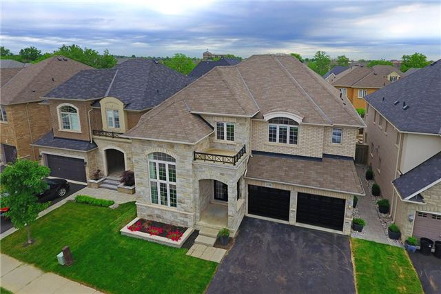 Detached at 3198 Saltaire Cres, Oakville, Ontario. Image 1