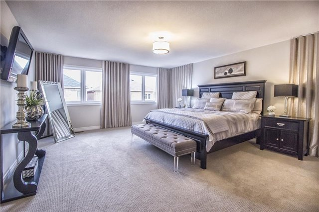 Detached at 3198 Saltaire Cres, Oakville, Ontario. Image 2