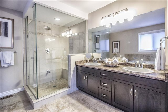 Detached at 3198 Saltaire Cres, Oakville, Ontario. Image 3