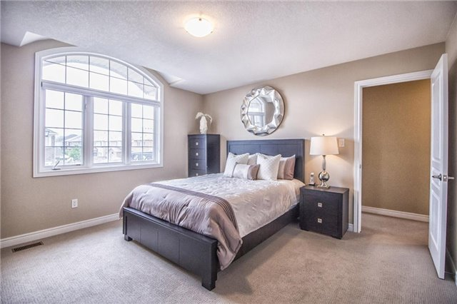 Detached at 3198 Saltaire Cres, Oakville, Ontario. Image 5