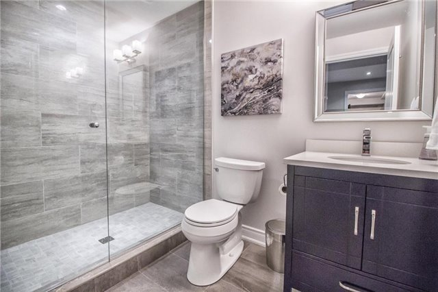 Detached at 3198 Saltaire Cres, Oakville, Ontario. Image 10