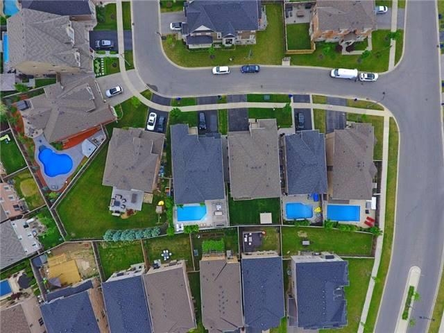 Detached at 3198 Saltaire Cres, Oakville, Ontario. Image 13