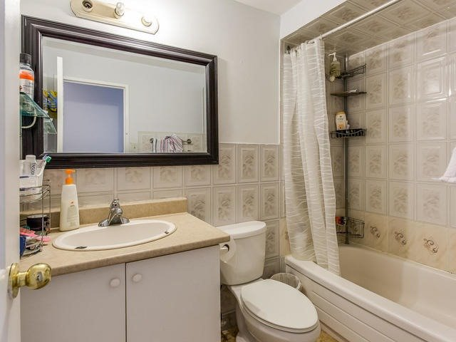 Condo Apartment at 3555 Derry Rd E, Unit 103, Mississauga, Ontario. Image 6